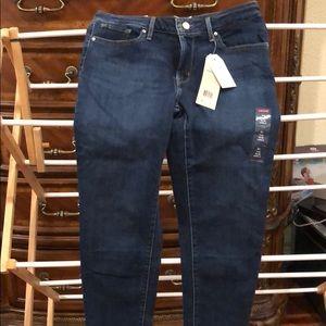 Women's NWT Levi jeans